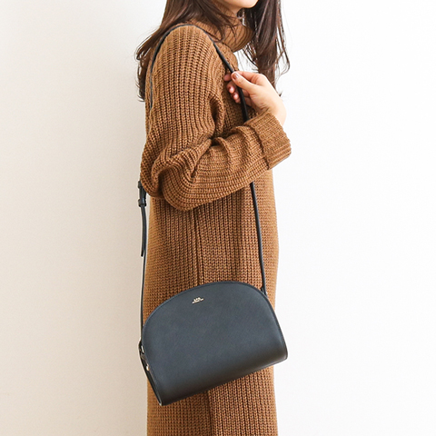 A.P.C. アーペーセー ハーフムーンバッグ エンボスレザー 23202102239